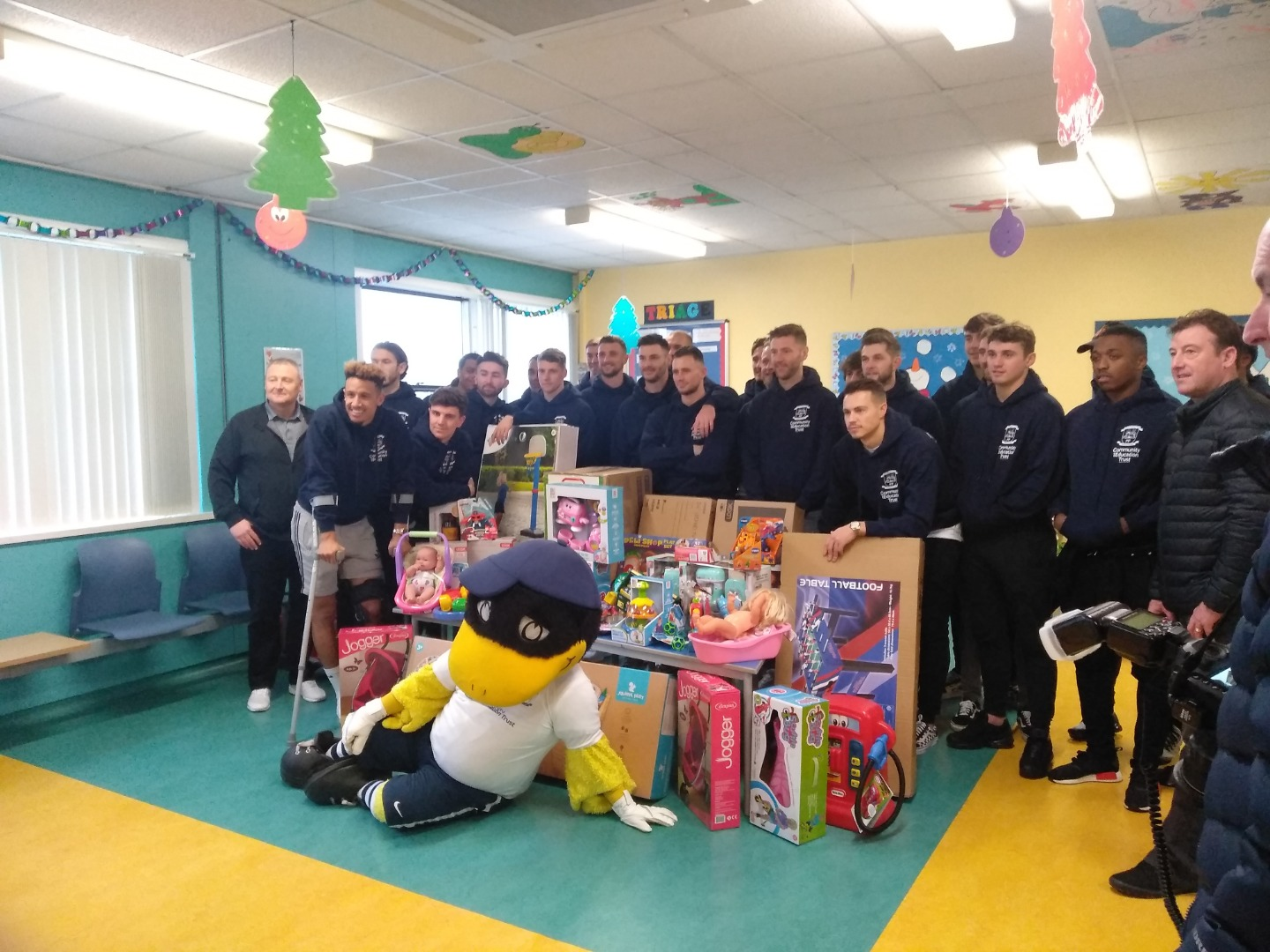 Preston North End footballers visit children's ward